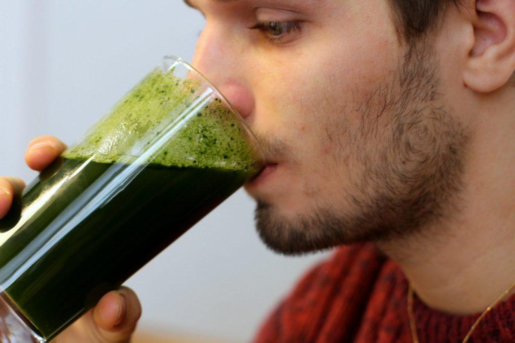 zdrowy i leczniczy zielony napój