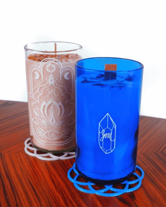 yoni svíčka a sklenice fotka jedna