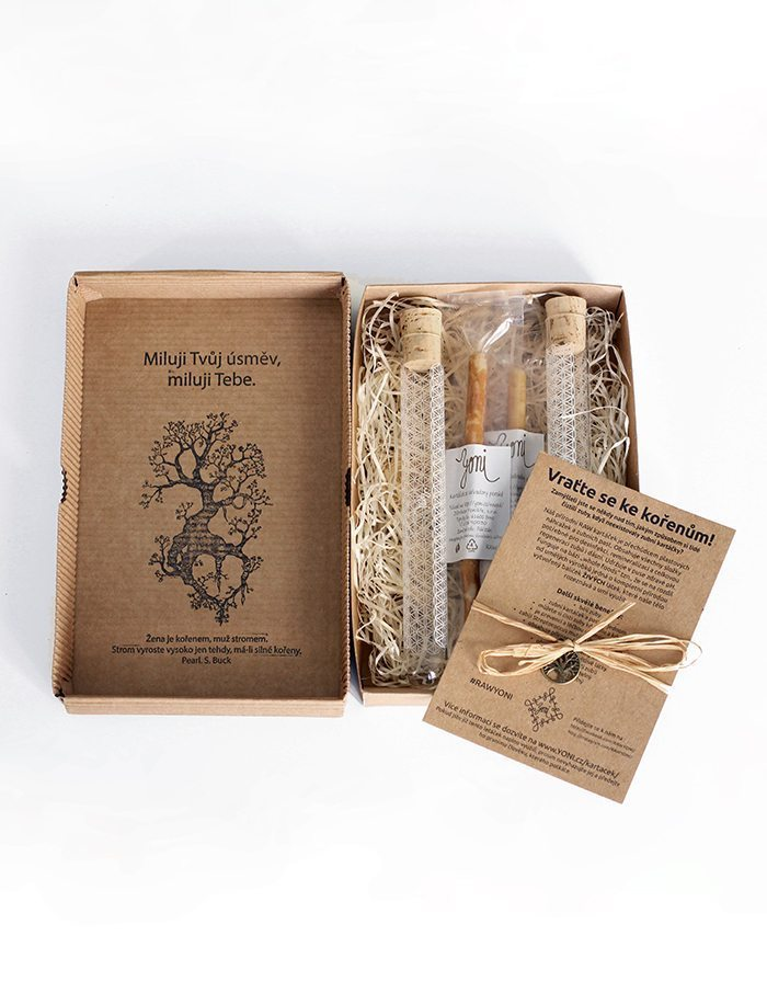 Give a smile! gift box of rawtoothbrush and glass case